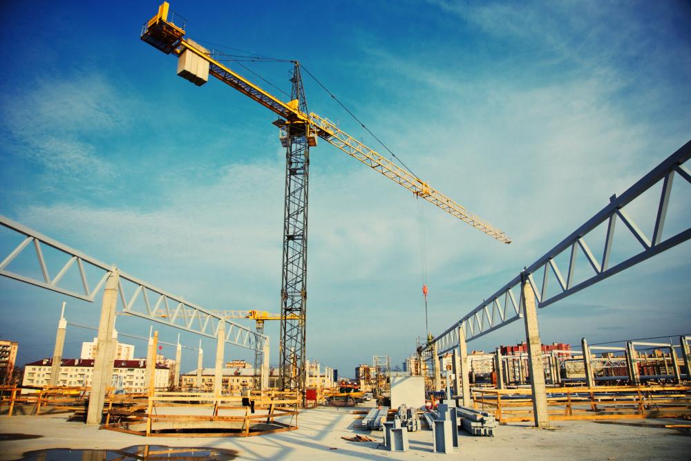 dzwig na budowie