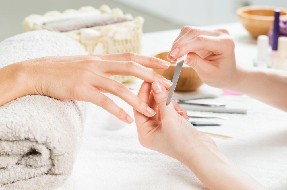 piłowanie paznokci pilnikiem